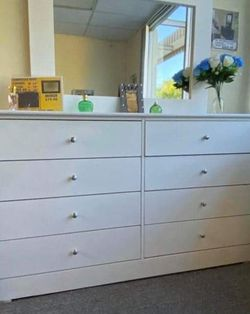 Brand new 8 Drawer Dresser With Mirror for Sale in Whittier,  CA