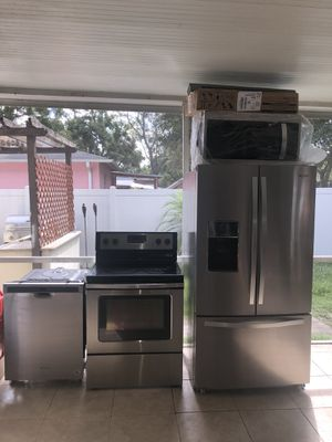 For sale kitchen set whirlpool. for Sale in Tampa, FL
