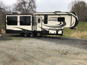 2015 Keystone Alpine. 5th wheel for Sale in Boswell, PA