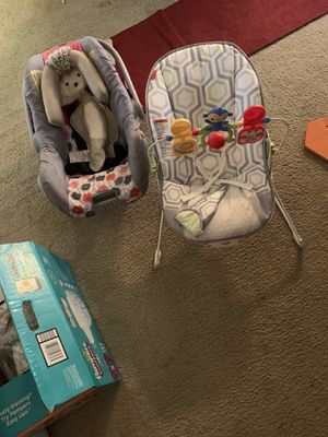 Car seat and bouncy for Sale in St. Louis, MO