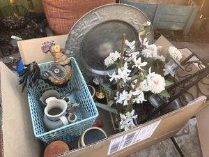 Box of home decor, stoneware for Sale in Alexandria, VA