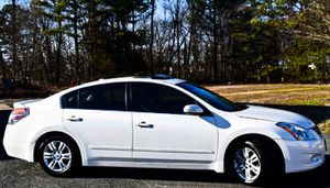 Price $1000 2010 Nissan Altima for Sale in St. Louis, MO