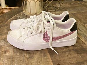 Women's Nike tennis shoes size 7.5 ( fit like 7) for Sale in Mill Creek, WA