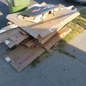 Free Cardboard for Sale in South Gate, CA