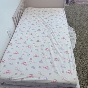 Toddler Bed!! Like New for Sale in Everett, WA