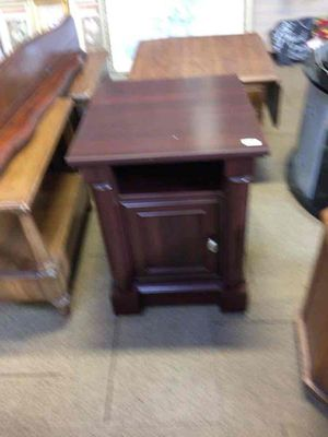 Unique end table for Sale in Woodhaven, MI