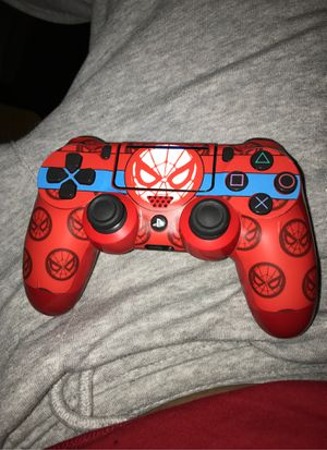 CODa WWII PS4 version with box, red controller, really good headset and all cables for Sale in Miami, FL