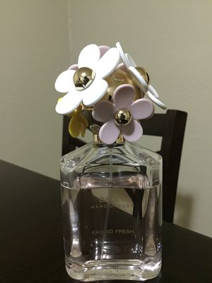 Daisy Marc Jacobs perfume for women pink flowers 4.25 fl oz for Sale in Fresno, CA