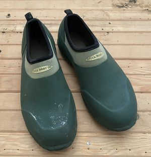 Muck Boot Co. W 7/7.5 low rise waterproof shoes for gardening for Sale in Seattle, WA