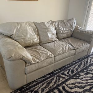 Couch Leather Free for Sale in Miami, FL