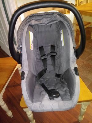 Urbini infant car seat for Sale in Belleview, FL