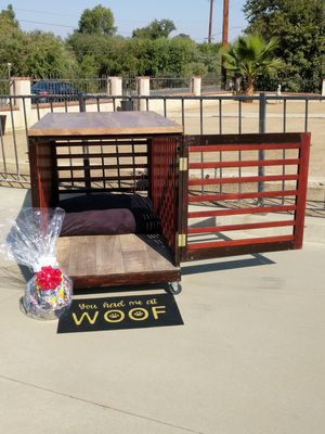 """54"""" Rolling Wood Dog Crate on removable caster wheels! Easy wipe """"Wood-Grain"""" Vinyl Floor, Bed, Table Top & More! for Sale in Perris, CA"""