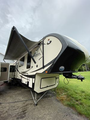 2015 Coachmen Brookstone 395Rl Fifth wheel Travel Trailer for Sale in Southwest Ranches, FL