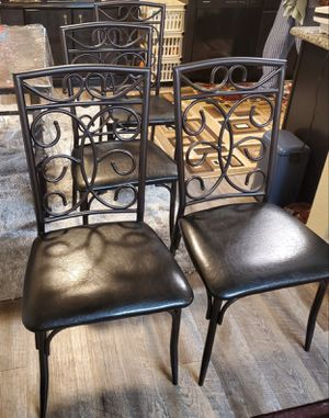 4 chairs set like new for Sale in Sacramento, CA