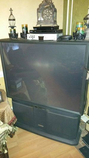 Hitachi 53SBX59B 53-inch Ultravision Projection TV TV is in great condition with great picture for Sale in Rockville, VA