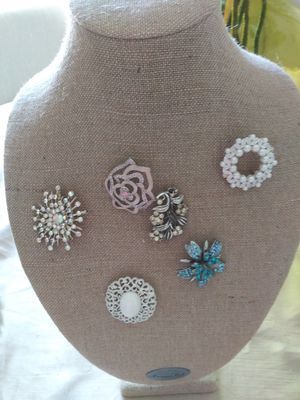 Brooches/ and jewelry lot for Sale in Clermont, FL