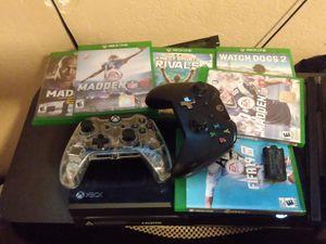 Xbox one with games and kinect and rechargable battery for Sale in Phoenix, AZ