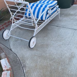 Beach Chair Metal With Wheel for Sale in Huntington Beach, CA