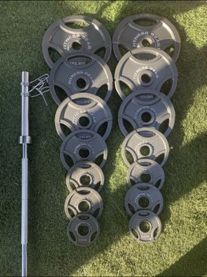 FITNESS GEAR OLYMPIC WEIGHT SET 300 LBS for Sale in Anaheim, CA
