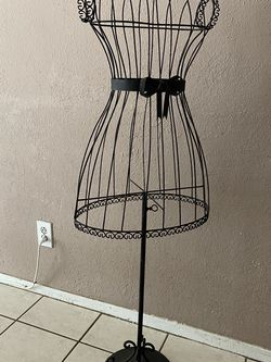 METAL DRESS FORM for Sale in Fort Worth,  TX