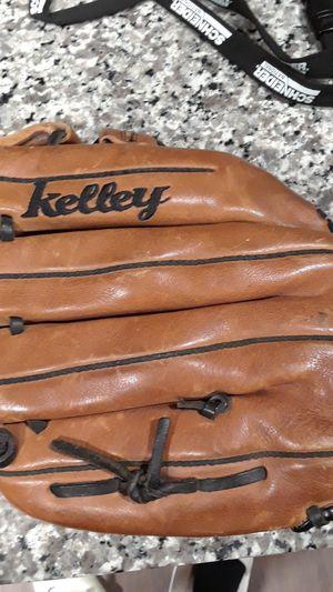 baseball glove for Sale in Leander, TX
