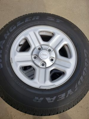 Jeep factory wheels and tires for Sale in CORRAL DE TIE, CA