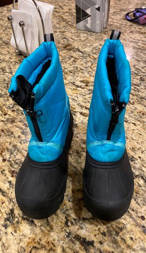 Kids Snow Boots Size 1 for Sale in Chula Vista, CA