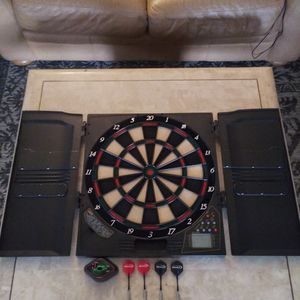 Electronic Dartboard With 4 Darts for Sale in Sarasota, FL