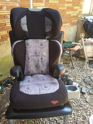 Car seat de 3 a 10 años en excelentes condiciones en Dallas oakcliff for Sale in Dallas, TX