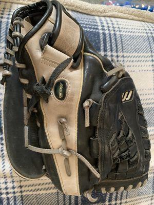 Mizuno softball glove for Sale in Montebello, CA
