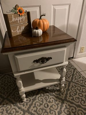 Nightstand/end table for Sale in Sacramento, CA