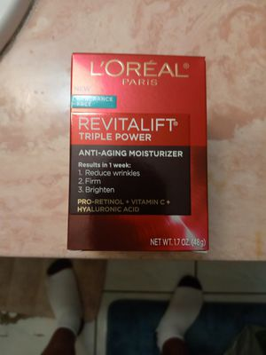 L'oreal anti-aging moistizer for Sale in South Gate, CA