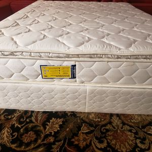 Queen Pillowtop Mattress Box Spring Bed Frame for Sale in Lynnwood, WA