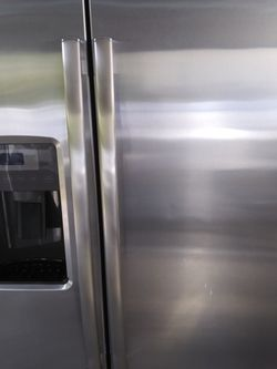 Ge Refregerator Stailess Steel 350$$$ for Sale in Naples,  FL