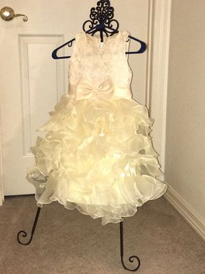 Off white ruffle dress for Sale in Bartow, FL