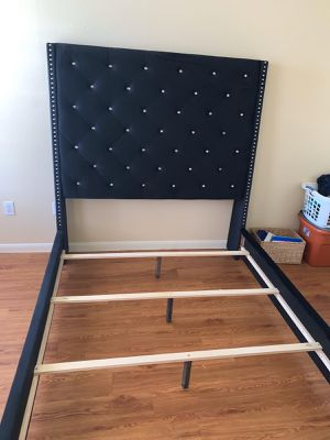 New queen size bed frame for Sale in Houston, TX
