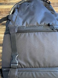 Lowepro Camera Backpack. for Sale in Brooklyn,  NY
