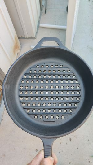 Cast iron skillet for the grill for Sale in Bullhead City, AZ