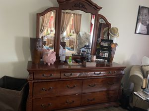 Queen sz bed w/ 4 posts + dresser, armoire, & 2 night stands for Sale in Sacramento, CA