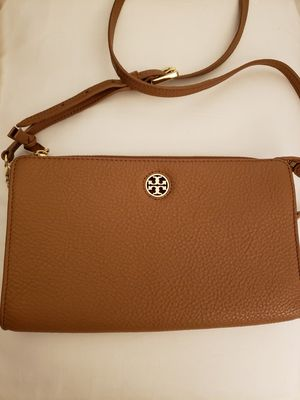 Tory burch Robinson wallet bag for Sale in Edgewater, NJ