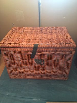 Big Brown Rattan Wicket Storage Container $40. for Sale in Fountain Valley, CA