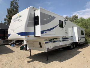 2006 Wilderness 5th Wheel 39 FT. W/ 4 Slide Outs - CLEAN for Sale in Riverside, CA