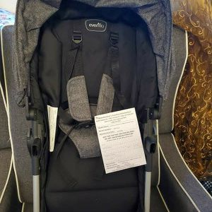Evenflo Pivot Travel System Seat for Sale in Brooklyn, NY
