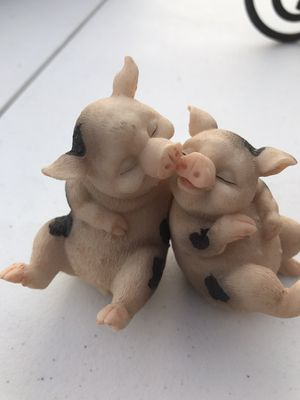 Cute Kissing Pigs Pig Piggy ceramic statue Figurine collectible animal figure Pink Love for Sale in Phoenix, AZ