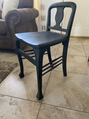 Antique chair for Sale in Beaumont, CA