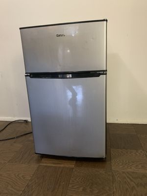 Galanz mini fridge for Sale in Queens, NY