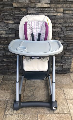 PRACTICALLY NEW 6 in 1 BLOSSOM GRACO HIGH CHAIR for Sale in Rialto, CA