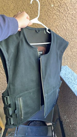 Motorcycle armored vest with zipper and pockets for Sale in Henderson, NV