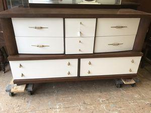 Mid-century modern dresser with mirror for Sale in Fayetteville, TN