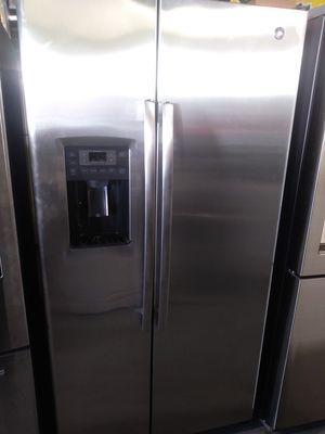 GE REFRIGERATOR STAINLESS STEEL SIDE BY SIDE for Sale in La Habra, CA